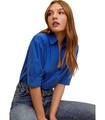 camisa azul royal mng