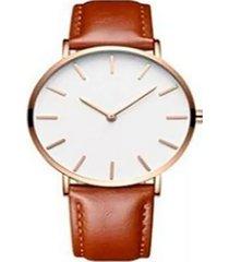 reloj ultra delgado correa cafe fondo blanco marco dorado