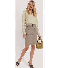 na-kd trend belted cargo pockets mini skirt - beige