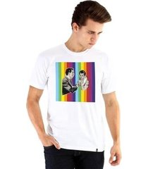 camiseta ouroboros manga curta 70s rainbow masculina
