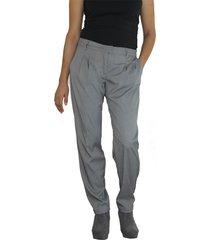 pantalón con prenses aranzazu ea gris