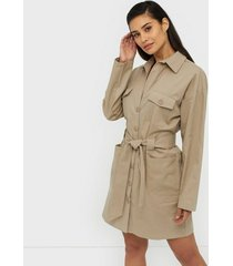 nly trend cargo coat dress fodralklänningar