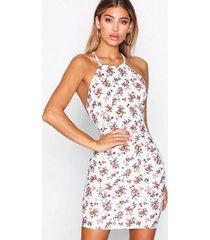 nly one low back print dress fodralklänningar