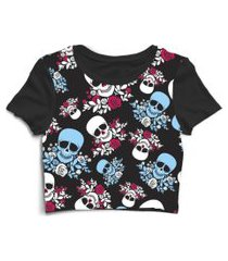 blusa blusinha cropped tshirt camiseta feminina caveira com rosas flores preto