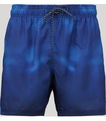 short masculino estampado tie dye com bolsos azul