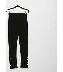 calça liz 20950 detalhe botões feminina