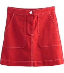 kort kjol med två påsydda fickor