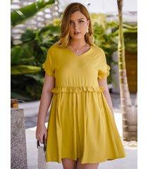 plus talla amarillo plisado escote en v manga corta vestido
