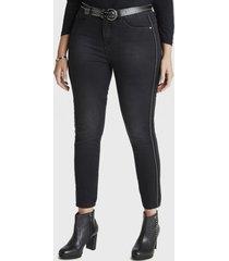 jeans pierna pitillo negro curvi