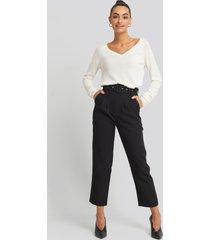 na-kd trend cropped belted pants - black