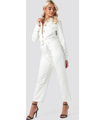 na-kd trend waist belt denim jumpsuit - white