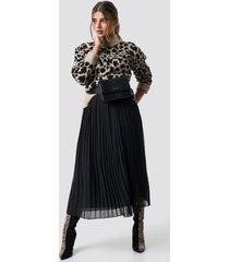 na-kd pleated long skirt - black