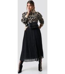 na-kd veckad kjol - black