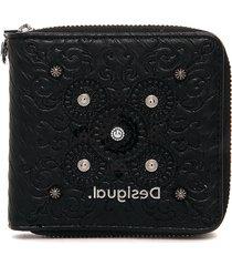 billetera negra desigual