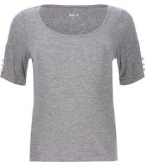 camiseta con apliques perlas
