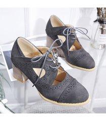 scarpe con tacco grosso scolpito brogue