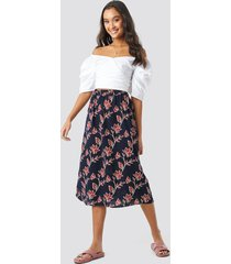 na-kd boho big flower print midi skirt - blue