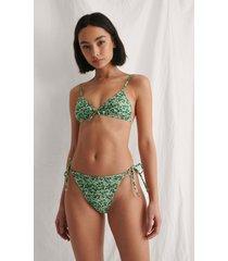 curated styles recycled bikiniunderdel med knytdetalj - green