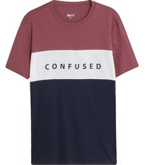 camiseta bloques con screen confused color vino, talla m