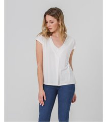 camisa con escote