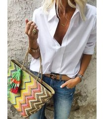 botón blanco diseño classic blusa de cuello