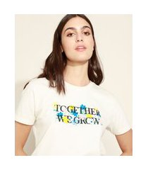 """t-shirt feminina mindset together we grow"""" floral manga curta decote redondo off white"""""""