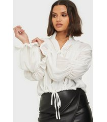 missguided sheer poet sleeve blouse festblusar
