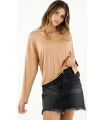 camiseta de mujer, cuello amplio en v, manga larga, color café