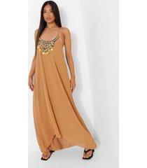 petite maxi jurk met zakdoekzoom en kralen, camel