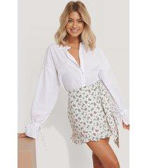 trendyol kjol med blommönster - white