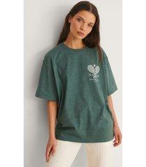 na-kd ekologisk t-shirt med tennis club-tryck - green