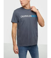 calvin klein jeans stripe institutional logo tee t-shirts & linnen grey