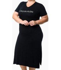 pijama feminino camisola longa fendas laterais preto plus size calvin klein - 1xl
