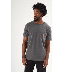 t-shirt bolso bohemian stone masculina - masculino