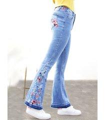 pantaloni svasati in denim a vita alta con ricamo floreale