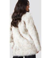 dilara x na-kd round neck faux fur jacket - white