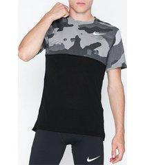 nike m nk df top ss hpr dry camo tränings t-shirts black/gray