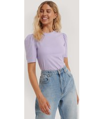 na-kd reborn ekologisk bomulls-t-shirt med puffärm - purple