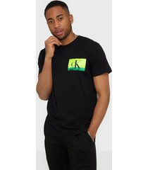 calvin klein jeans festival photoprint tee t-shirts & linnen black