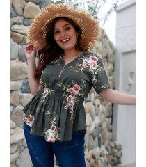 blusa con cuello de pico y estampado floral al azar gris talla grande