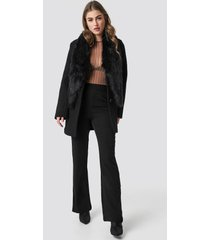 hannalicious x na-kd faux fur collar coat - black