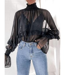 blusa de malla con mangas de gasa y ribete de volantes