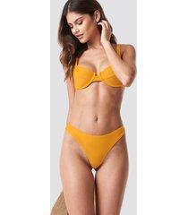na-kd swimwear högt skuren bikinitrosa - yellow