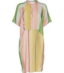 dress w. short sleeves in stroke pr jurk knielengte multi/patroon coster copenhagen