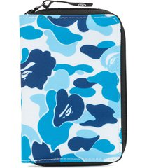 a bathing ape® camouflage zipped wallet - blue