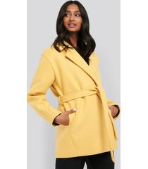 na-kd short belted coat - yellow
