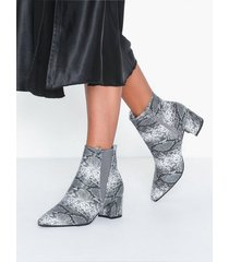 duffy ankle boots heel