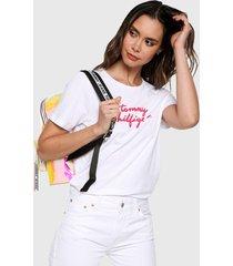 camiseta blanca-rosa tommy hilfiger