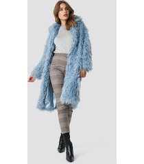 na-kd faux fur long jacket - blue