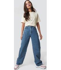 emilie briting x na-kd high waist flared jeans - blue